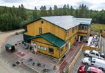 Hôtel Whitehorse - Hot Springs Campground and Hostel-1