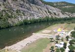 Camping Allègre-les-Fumades - Camping La Plage Fleurie