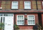 Location vacances Wraysbury - Harrison Barber Cottage-1