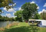 Camping en Bord de rivière Franche-Comté - Huttopia La Plage Blanche-1