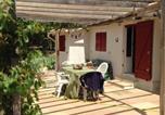 Location vacances La Motte-d'Aigues - Chalet Castellas dans un parc forestier-2