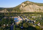 Camping avec Site nature Montfrin - Camping La Plage Fleurie-2