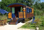 Camping avec Piscine Saint-Cybranet - Les Roulottes Pomponnaises-1