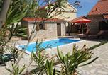 Location vacances Skradin - Holiday Home in Bogatic with Three-Bedrooms 1-4