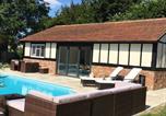 Location vacances Wraysbury - The Pool Barn-3