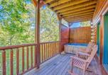 Location vacances Cherokee - Celebration Lodge- Four-Bedroom Cabin-2