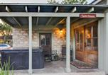 Location vacances Fredericksburg - Wine Country Cottages on Main: Tank House-2
