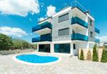 Hôtel Pag - Vir luxury apartments with pool and jacuzzi-1