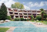 Location vacances Desenzano del Garda - Apartment Desenzano del Garda 64 with Outdoor Swimmingpool-1