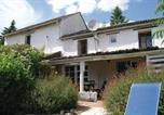 Location vacances Lencloître - Three-Bedroom Holiday Home in Serigny-1