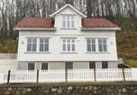 Location vacances Kvinesdal - Holiday Home Farsund with Sea View 02-1