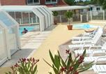 Camping avec Piscine Ault - Le Val d'Authie - Sites et Paysages Village Camping-1