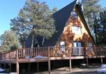 Location vacances Ruidoso Downs - Snowcap Lodge Three-bedroom Holiday Home-1