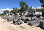 Camping avec Accès direct plage États-Unis - Brennan Beach Lakeview Loft Park Model 7-4