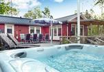 Hôtel Norrtälje - Three-Bedroom Holiday home in Hallstavik-1