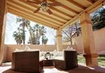Location vacances Pahrump - 6 Bedroom Villa with Heated Pool and Spa-4