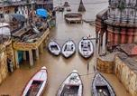 Location vacances Varanasi - East Sons Tourism - Stay By The Ganges-2