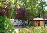 Camping avec Ambiance club Montblanc - Camping Le Plein Air des Chênes-4