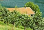 Location vacances Leikanger - Three-Bedroom Holiday home in Slinde 2-3