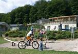 Camping avec Piscine Le Monastère - Le Hameau des Lacs-4