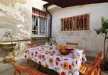 Location vacances Rodigo - Holiday home Redondesco -Mn- 42-4