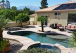 Location vacances Twentynine Palms - Gorgeous 2 Bedroom Home with Salt Water Pool/Spa-1
