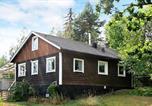 Location vacances Enköping - Two-Bedroom Holiday home in Västerås-1