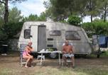 Camping avec Piscine couverte / chauffée Puget-sur-Argens - Camping Les Pins Parasols-2
